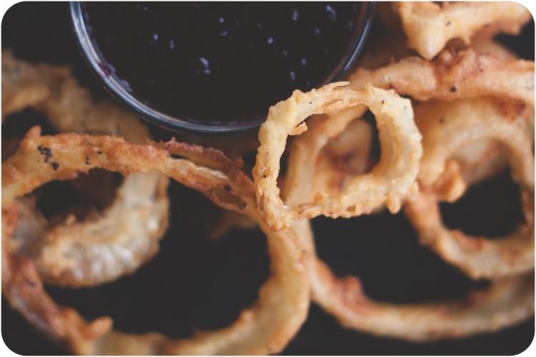 Onion rings with blackberry jam -madeyedlinblog.com-2